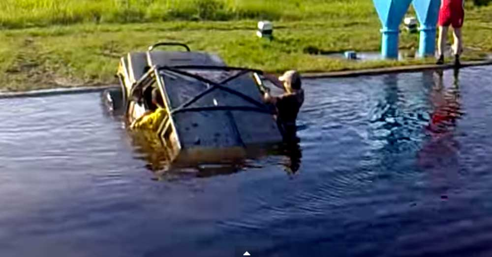 オラがジムニーを侮るでねぇど! スズキジムニーが水陸両用車に..