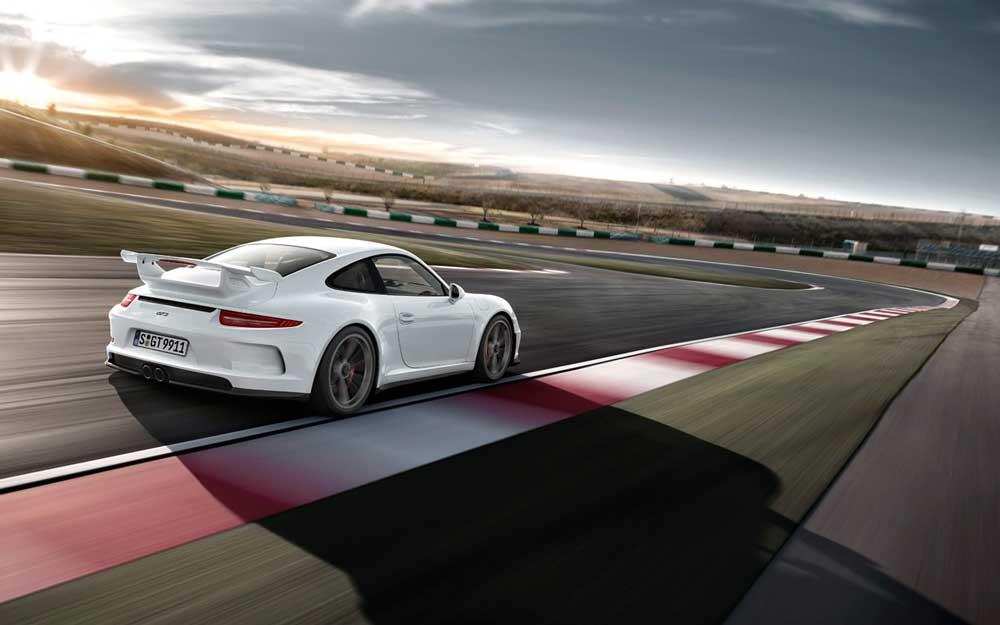 レッドゾーンは9000rpm! 新型ポルシェ991型 GT3がフル加速