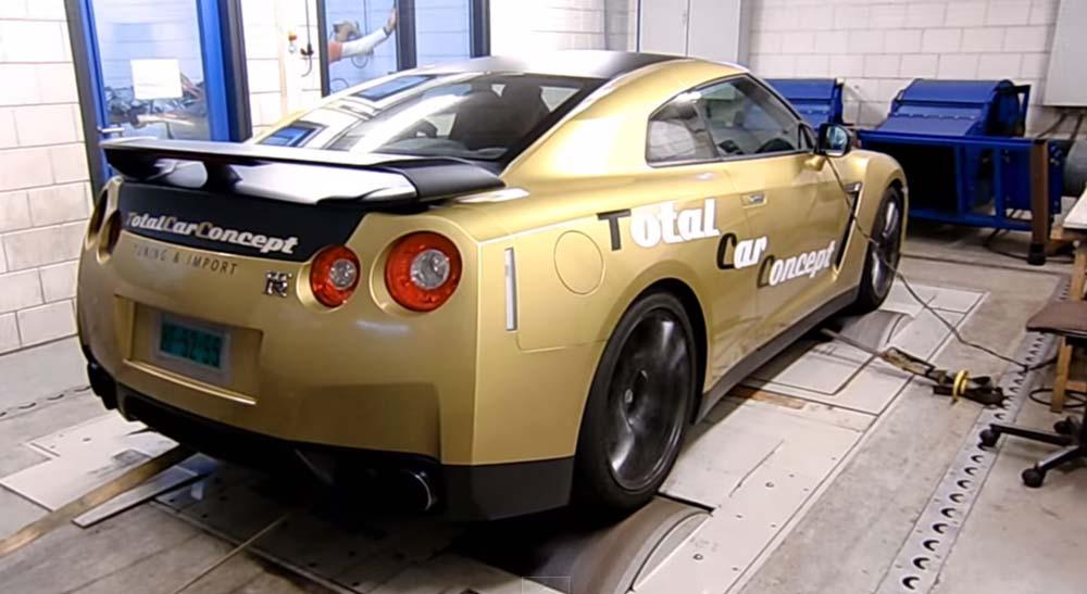 ウホッ 良い音♪ AMS Performance社によってチューニングされた800馬力のR35 GT-Rがシャシダイでパワーテスト