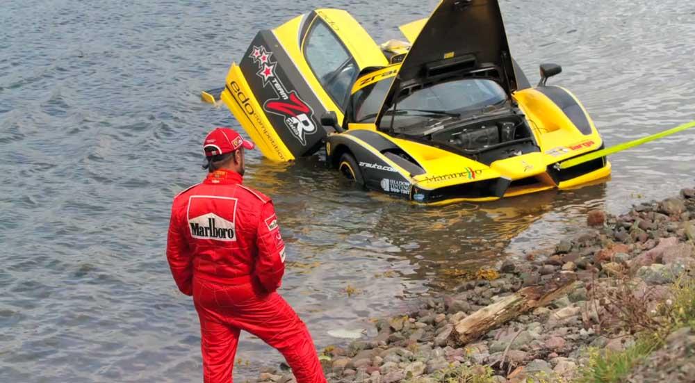 【事故】2億円が水の泡・・限定29台のフェラーリFXXが勢い良く海にダイブ