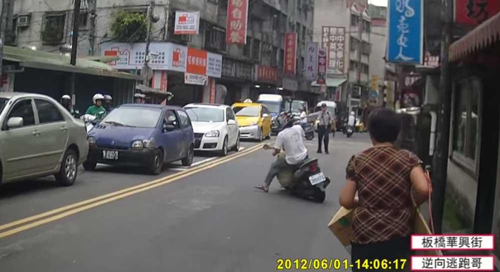 【華麗なサイドターン!!】台湾で警察に停められそうになったから、逃げたったw