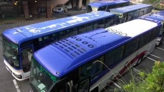 すげぇ・・。 大型観光バスがこんな狭い所でどうやって駐車するの?