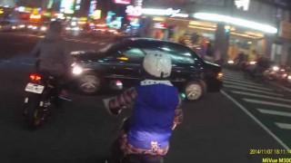 マジかよ!? 台湾で日常的に見れるバイクの運転スタイルがヤバイ