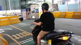 これは恥ずかしいw 台湾のバイク免許試験に合格して嬉しさのあまり…
