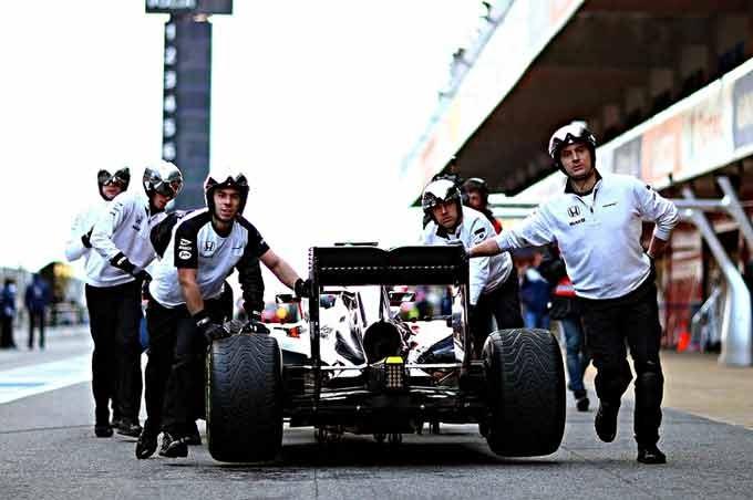 Jenson-Button-F1-Testing-Barcelona-Day-Three-a_xUgxAvTdIx-750x499