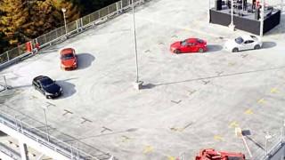【爽快】思わず笑顔にw 4台のトヨタ86が立体駐車場で大暴れ!