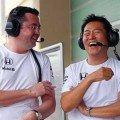 Eric-Boullier-Yasuhisa-Arai-McLaren-Honda-Formel-1-Test-Abu-Dhabi-25-November-2014-fotoshowBigImage-fb2a28aa-826735-750x500