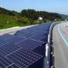 【動画】事故ったらヤバイ… 韓国の高速道路上にある太陽光パネルの下に設置された自転車専用レーンが独創的すぎると話題に。